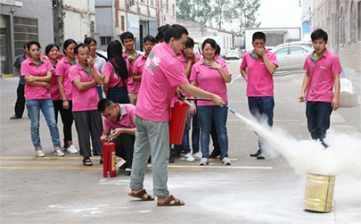 All employees of Tengyi Furniture participated in the fire drill: life has no rehearsal, and it is p
